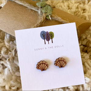 Wooden Studs - Clam Shells
