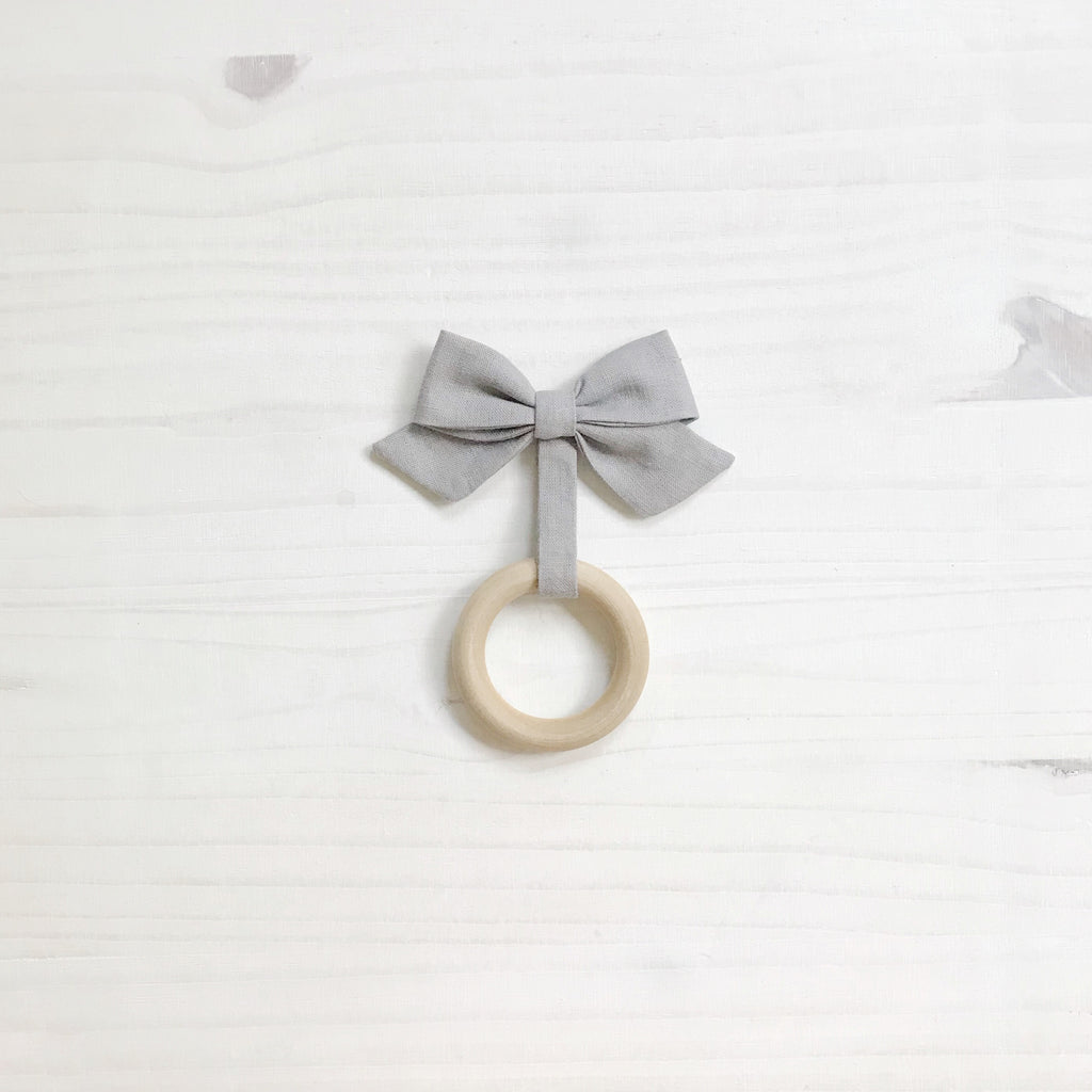 organic bow teether | dark gray (LAST ONE)