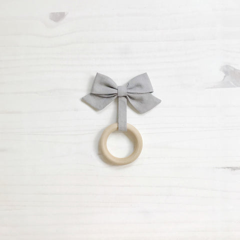 organic bow teether - dark gray