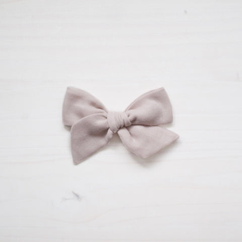 vintage bow - light gray