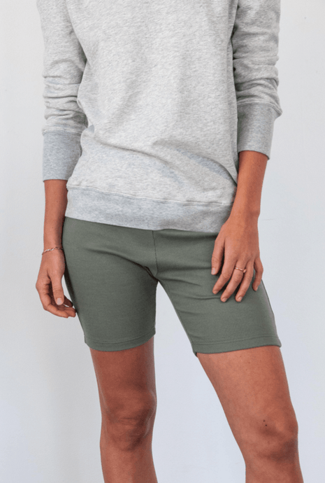 Yogi bike short in khaki shorts Organic Crew