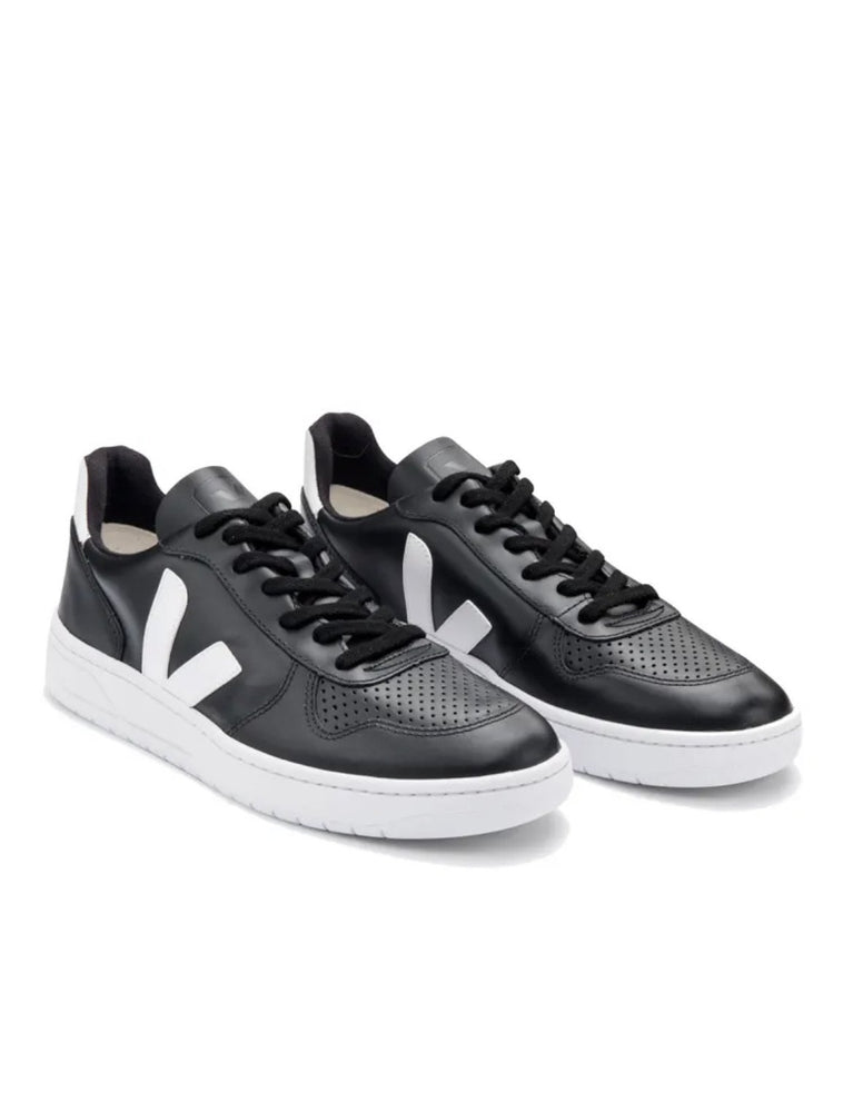Load image into Gallery viewer, V-10 Sneakers In Black leather -white sole Organic Crew