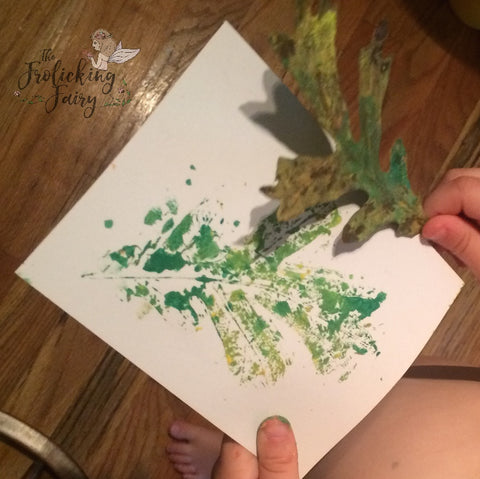 #thefrolickingfairy #getkidscrafty #bloghop #kidscreate #leafprint #leafprints #monoprinting #learningart #crafting #gettheminvolved #momlife