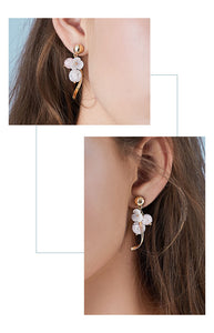 High grade natural shell, pink crystal, popping flower, curved earring, no earhole, no pain, ear clip, female Japan