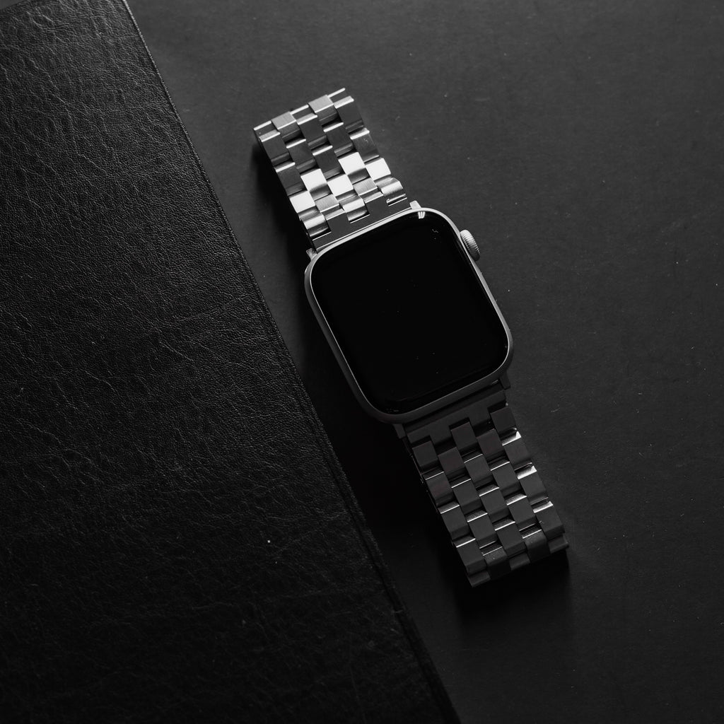 Stylized image of a Silver Metal Bullstrap Apple watch band