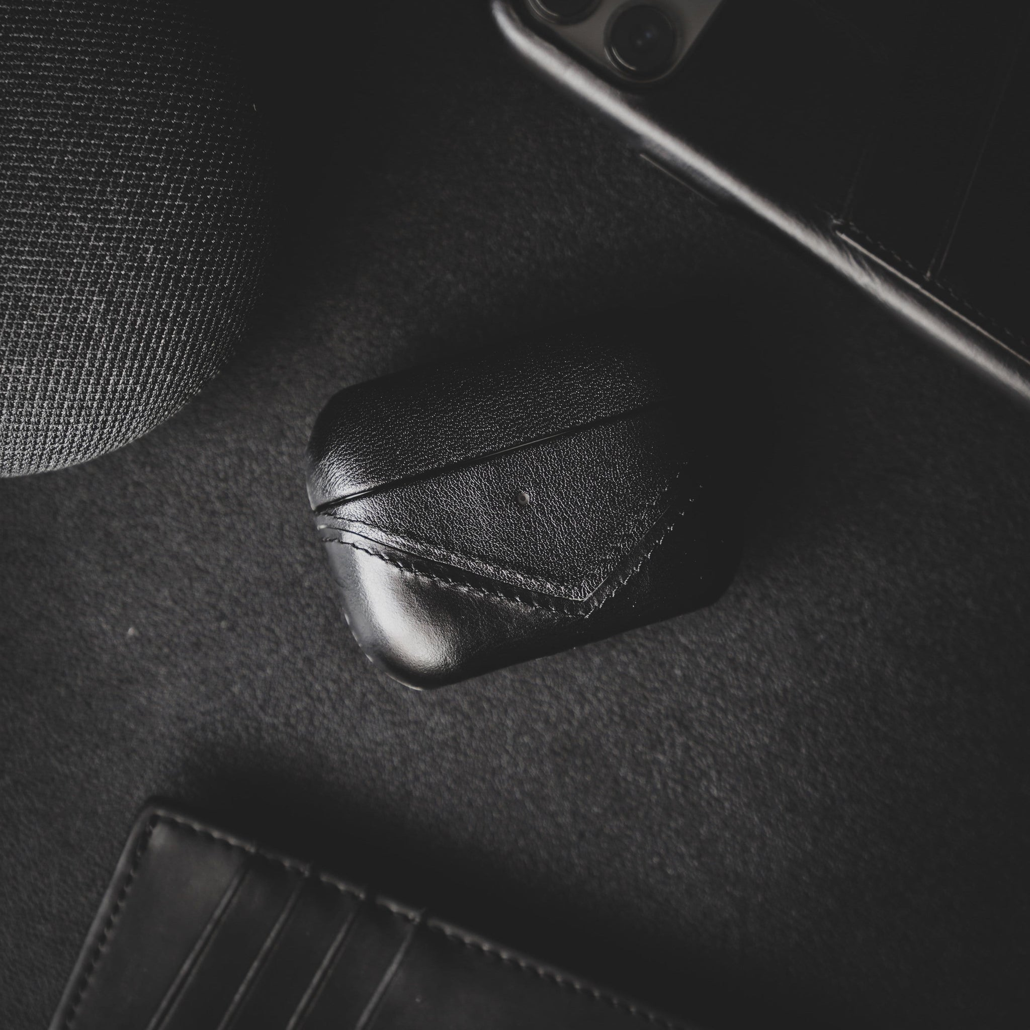 Leather Airpods Pro Case Black Edition Bullstrap