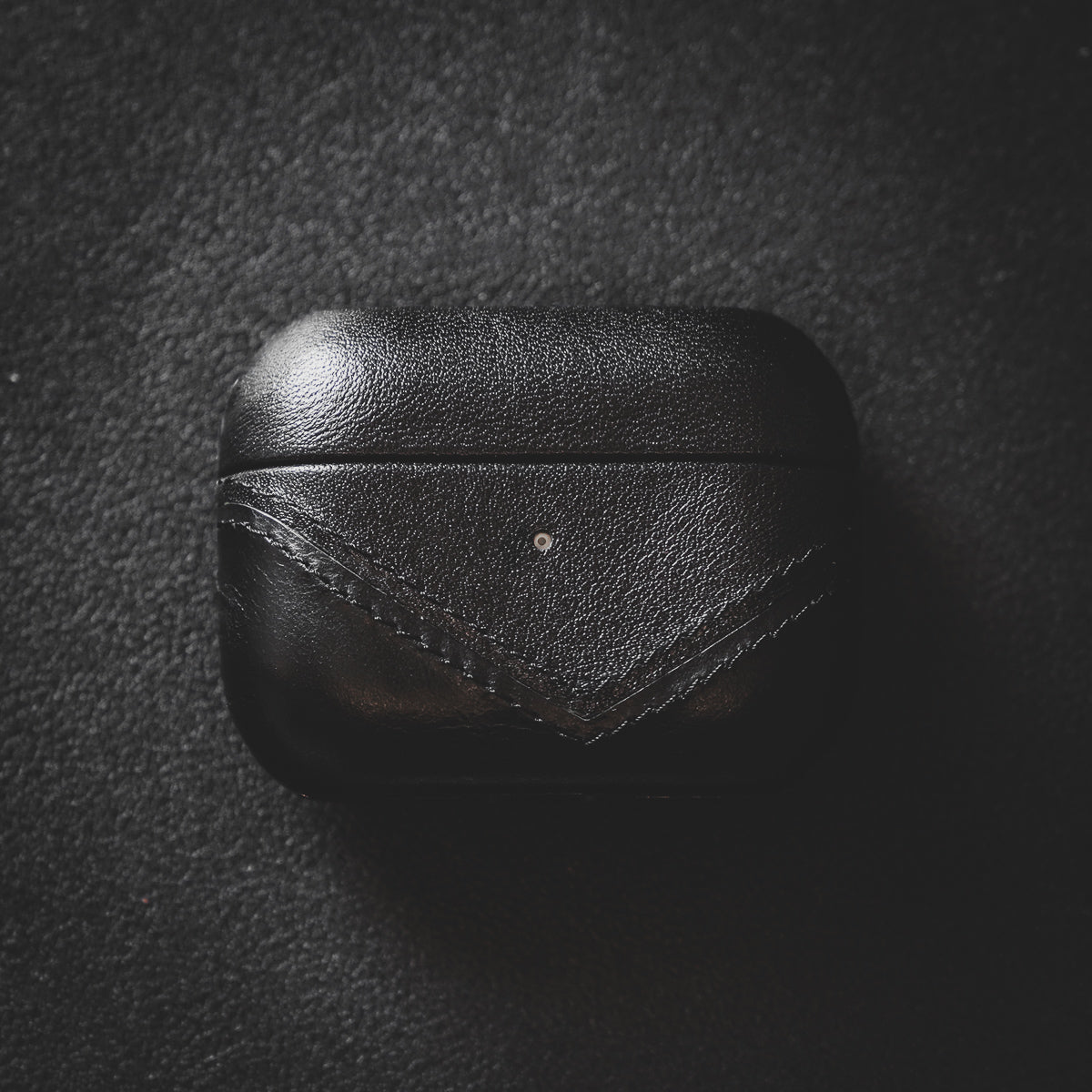 Leather Airpods Case Black Edition Bullstrap