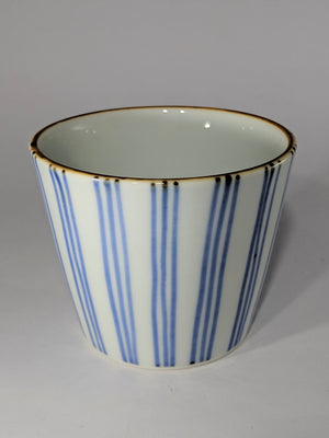 These stylish, glossy white Aritayaki porcelain cups from Kyushu are hand-painted with contrasting patterns in shades of cobalt blue. Available from Zenbuhome.com