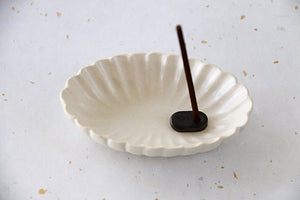 Gorgeous cream scalloped, oval Japanese incense burning set