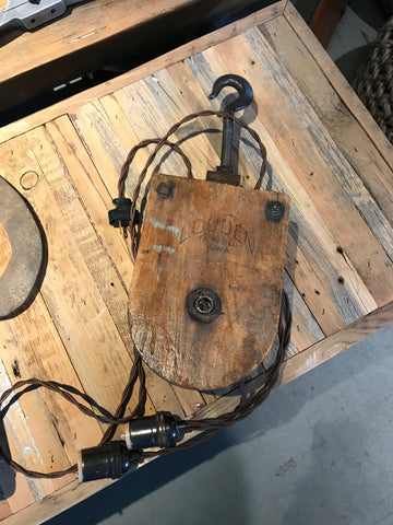 Wooden pulley light with a hook