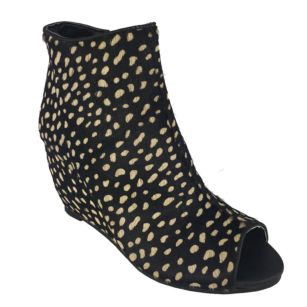 naughty_monkey_wedge_bootie_zipper_print_animal_black_white_women