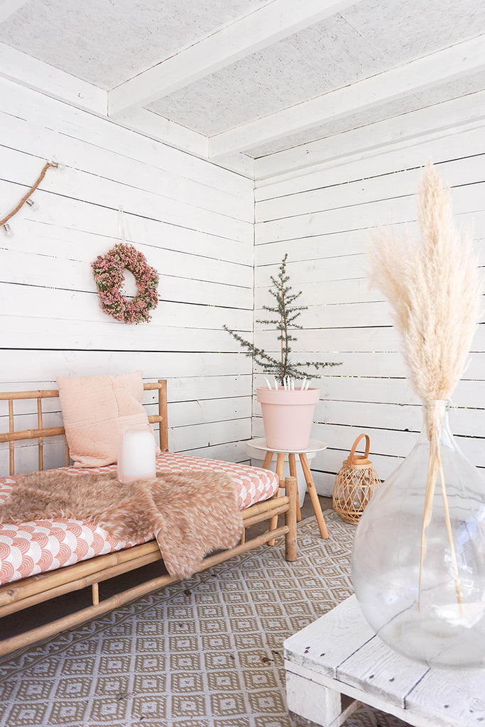 pink_outdoors_space_interiors