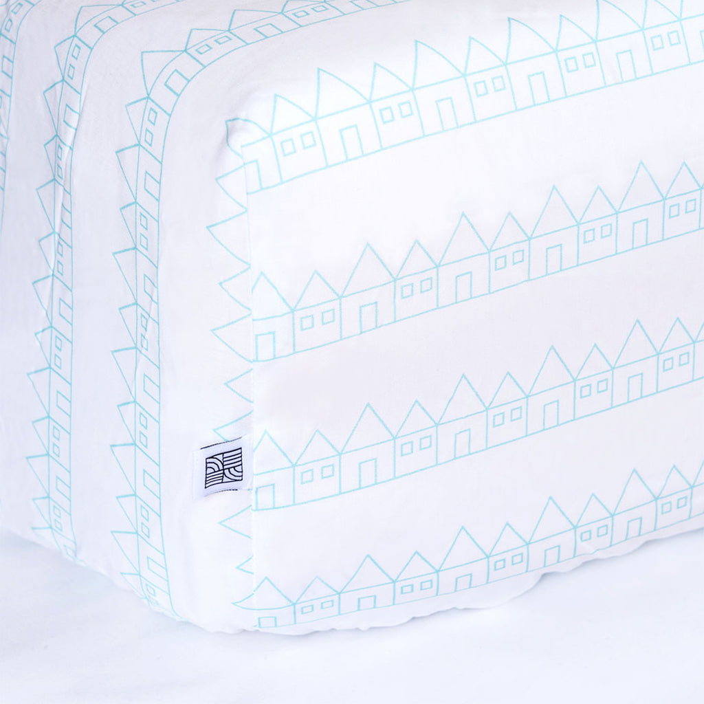 Fitted crib sheet white and blue organic