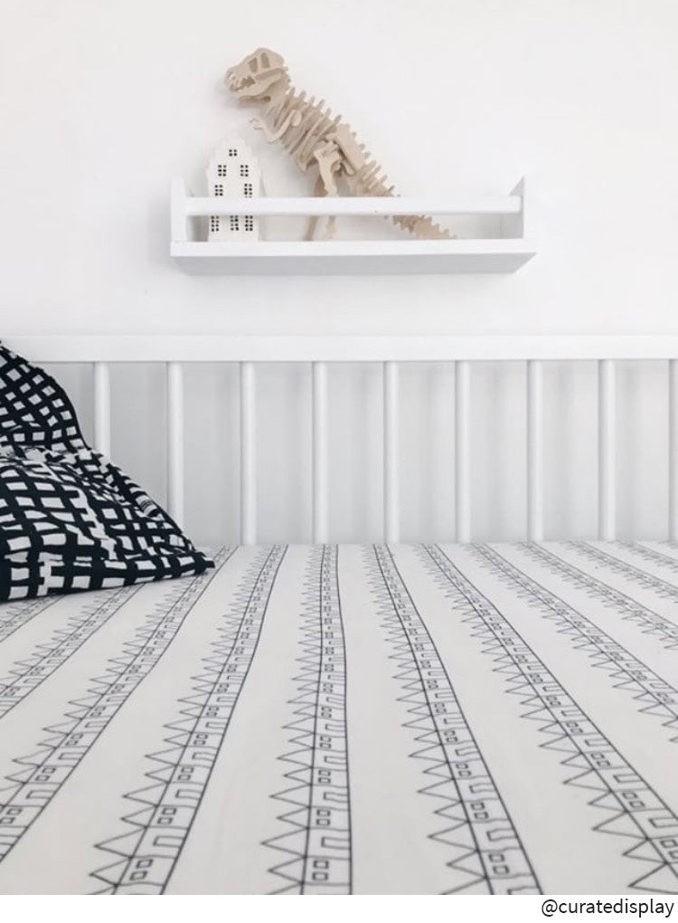 Crib bedding sheet in black and white