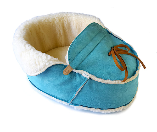Blue shoe cat bed side view with the top unfolded