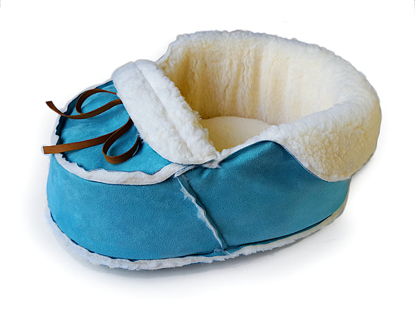 blue moccasin bed iso view