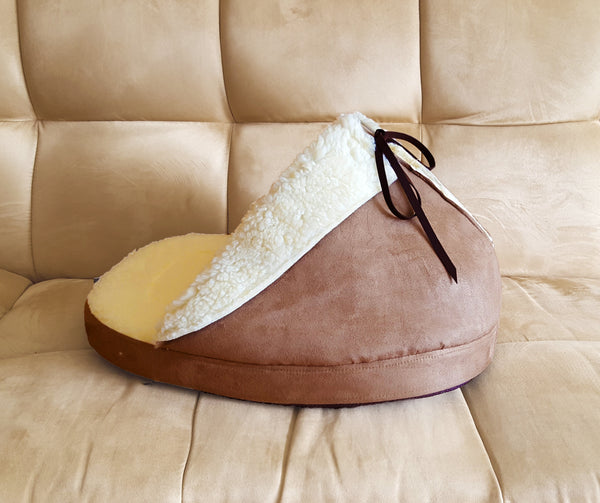 side view of the slipper bed in mocha