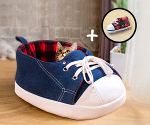 Sneaker cat bed and a matching catnip toy Gift Set