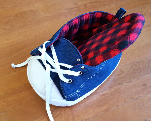 Sneaker Bed in Black and Red Tartan showing a removable cushion