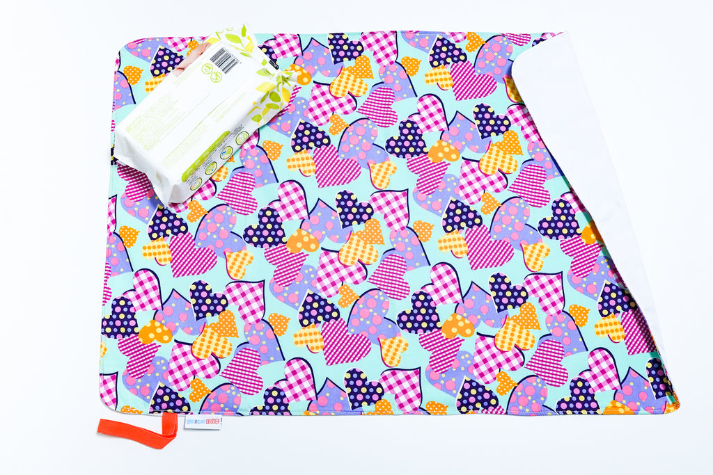Waterproof Changing Mat - Hearts (L)