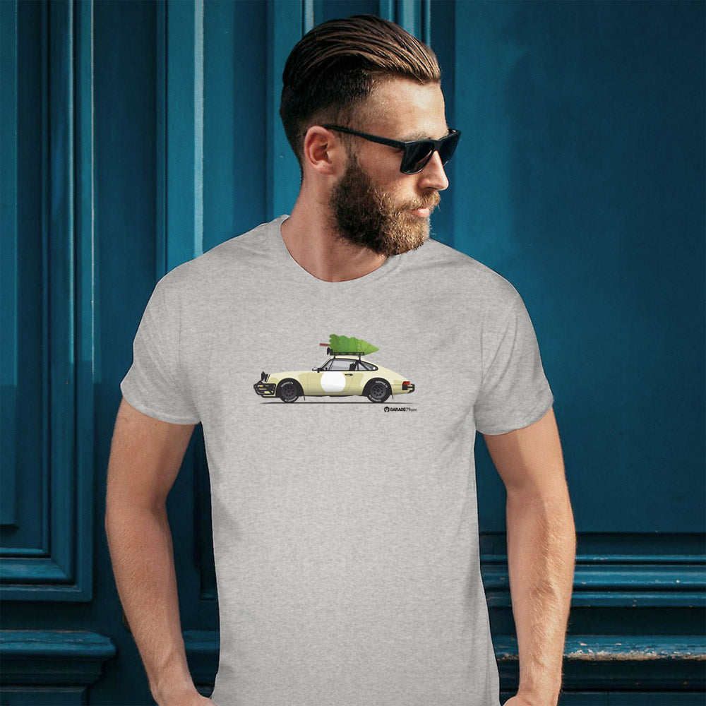 Christmas Porsche 911 Safari - Men's T'shirt (Print on Demand)