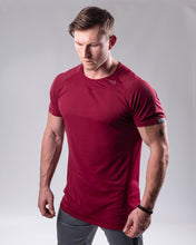 Fitted T-shirt in colour Burgundy side view