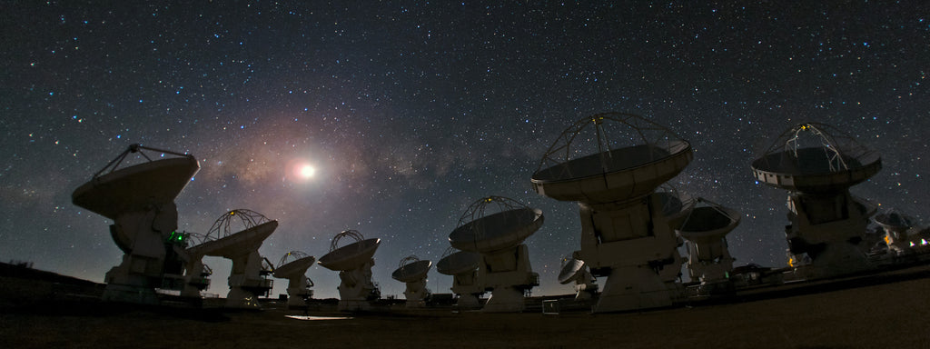 The antennas of the Atacama Large Millimeter Array (ALMA) against a breathtaking starry night sky.