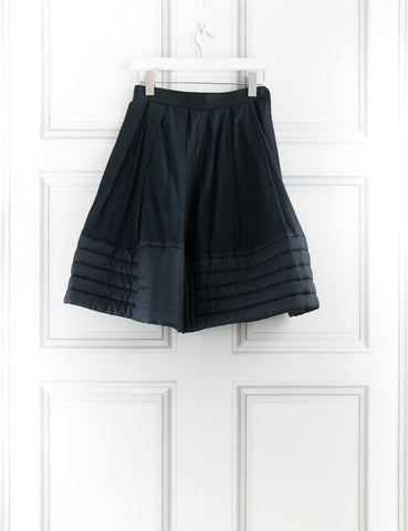 Skirt with quilted hem