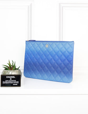 CHANEL ACCESSORIES One size / Blue CHANEL Medium Classic O Case in degrade caviar quilted leather