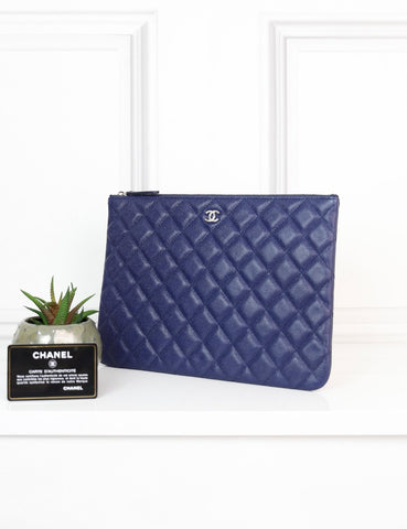 CHANEL ACCESSORIES One size / Navy blue CHANEL Medium Classic quilted O Case
