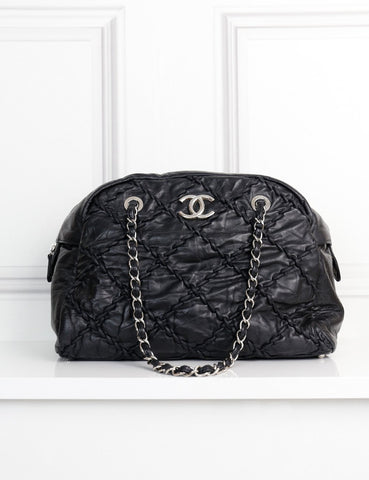CHANEL BAGS One size / Black CHANEL Quilted handbag with chain straps