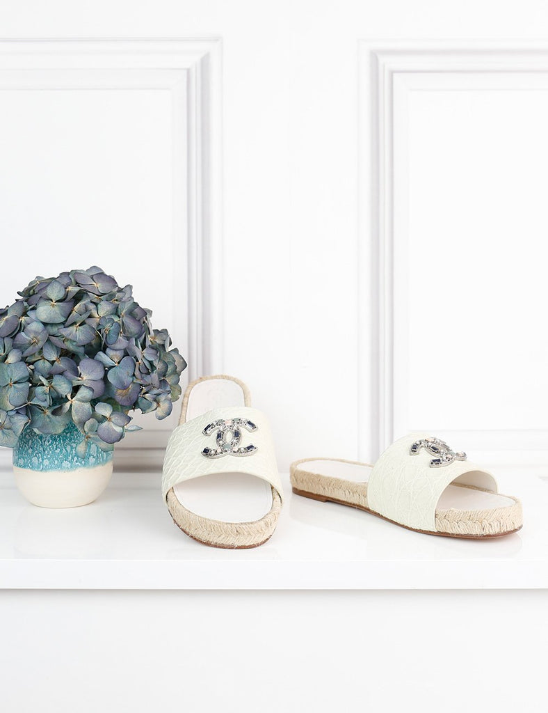 CHANEL SHOES 3.5UK-36.5IT-37.5FR / White CHANEL Mules with embellished logo