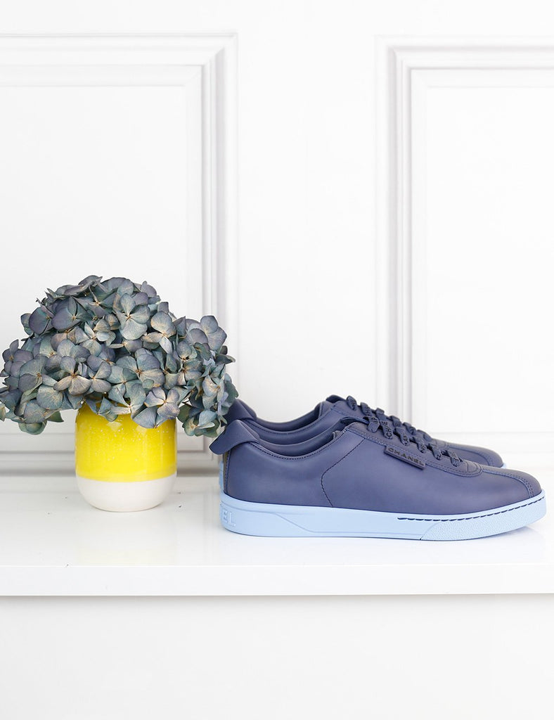 "CHANEL SHOES 4UK-37IT-38FR / Blue CHANEL Low-top blue leather sneakers with logo details ""Weekender"""