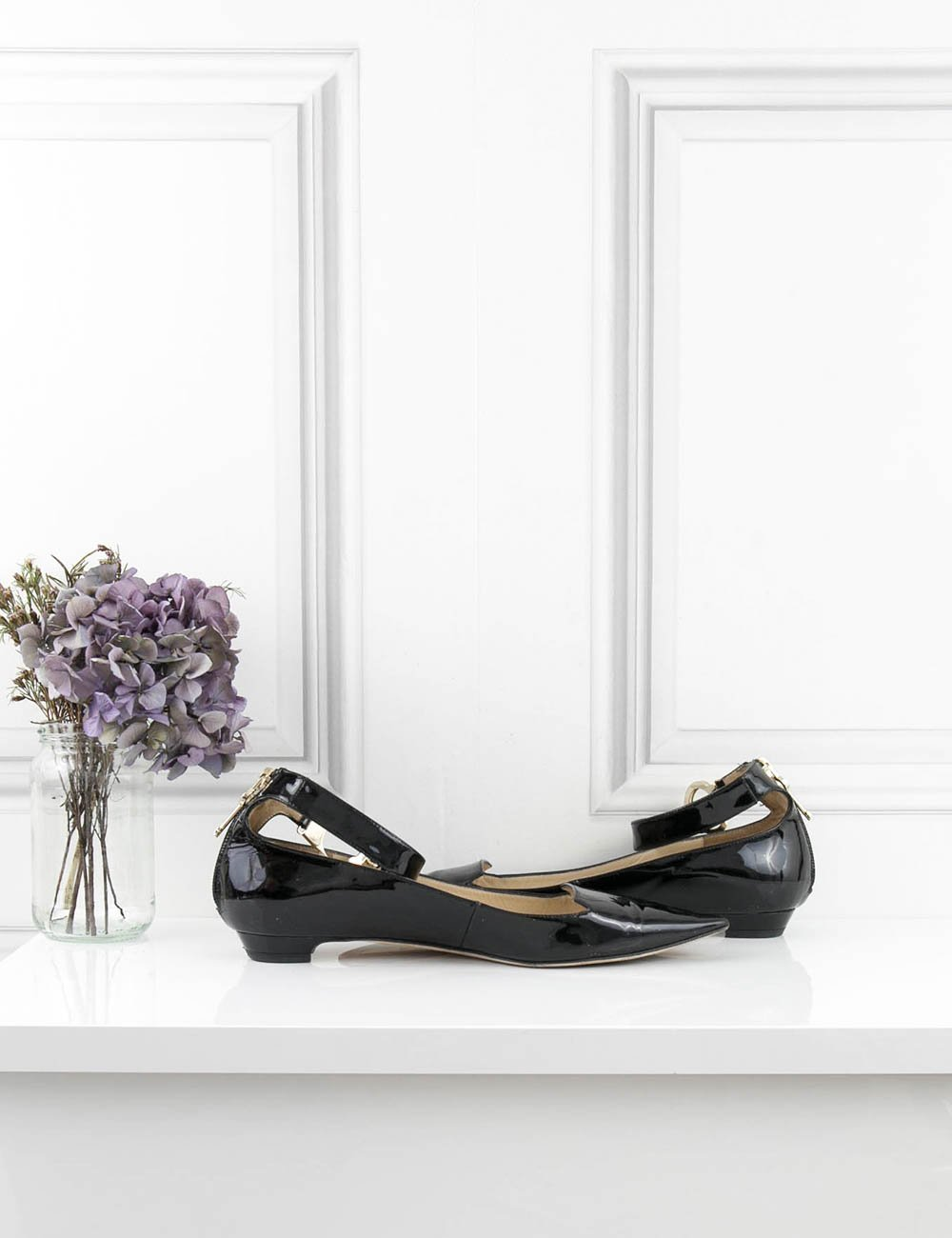 JIMMY CHOO SHOES Devise handcuff patented flats