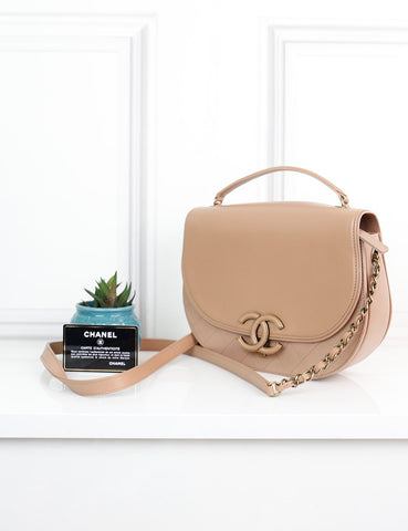 My Wardrobe Mistakes One size / Beige CHANEL Coco Curve Messenger bag in smooth and quilted leather Medium