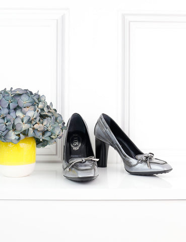 TOD'S SHOES 5UK-38IT-39FR / Grey TOD'S Metallic distressed pumps- My Wardrobe Mistakes