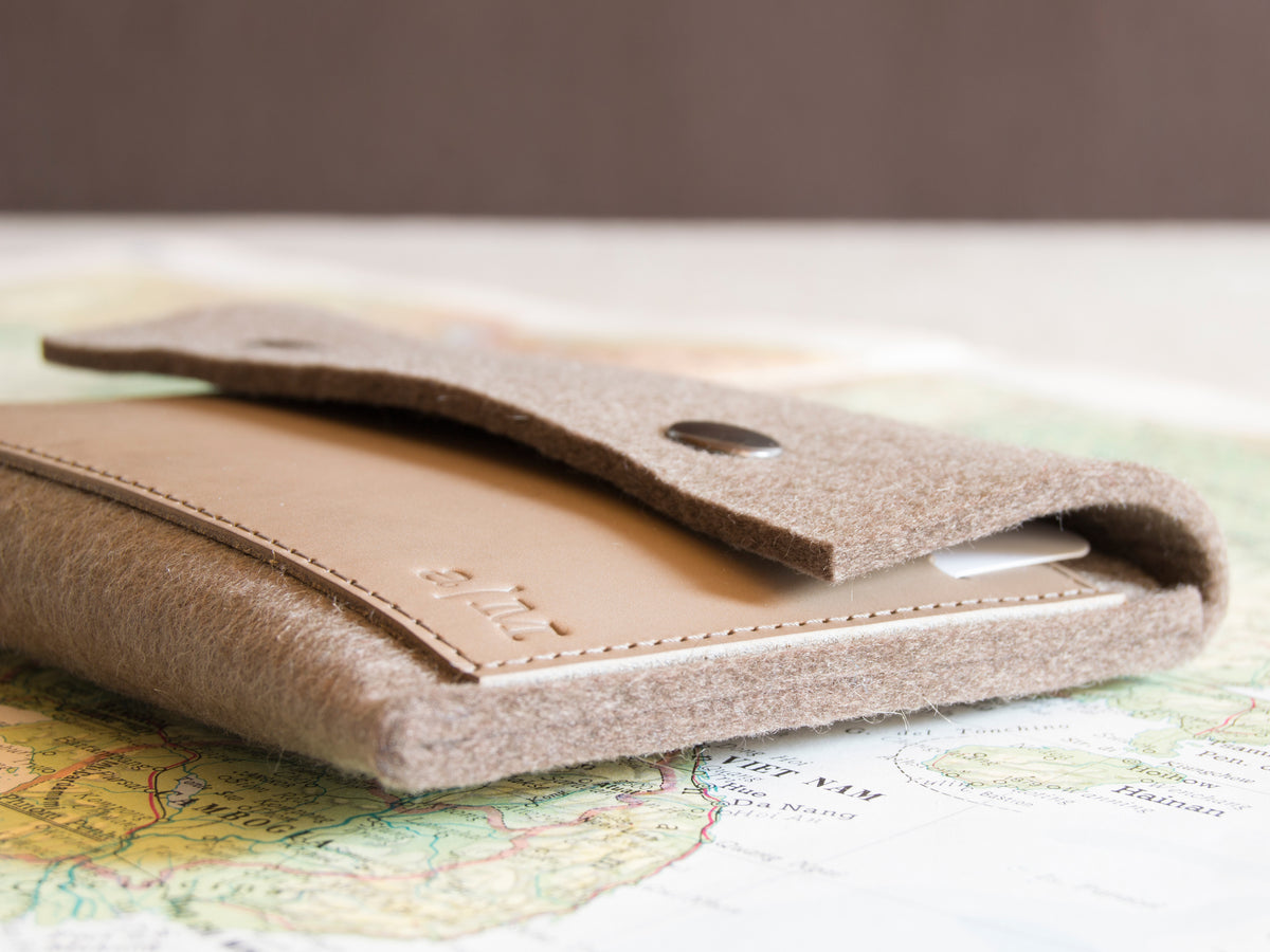 FELT AND LEATHER PASSPORT WALLET - Taupe/Grey