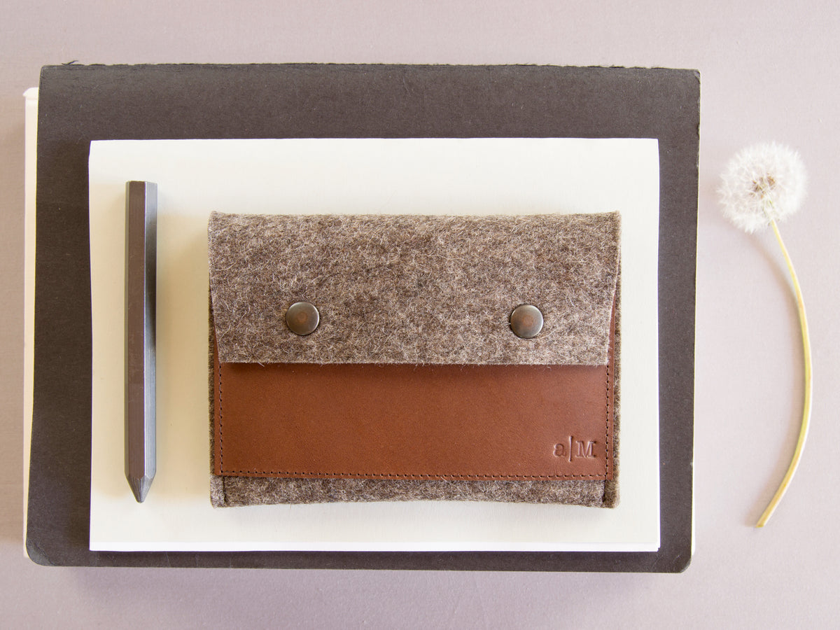 FELT AND LEATHER PASSPORT WALLET - Grey/Brown