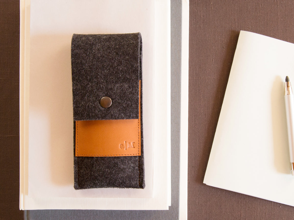 FELT AND LEATHER CASE - Charcoal/Tan
