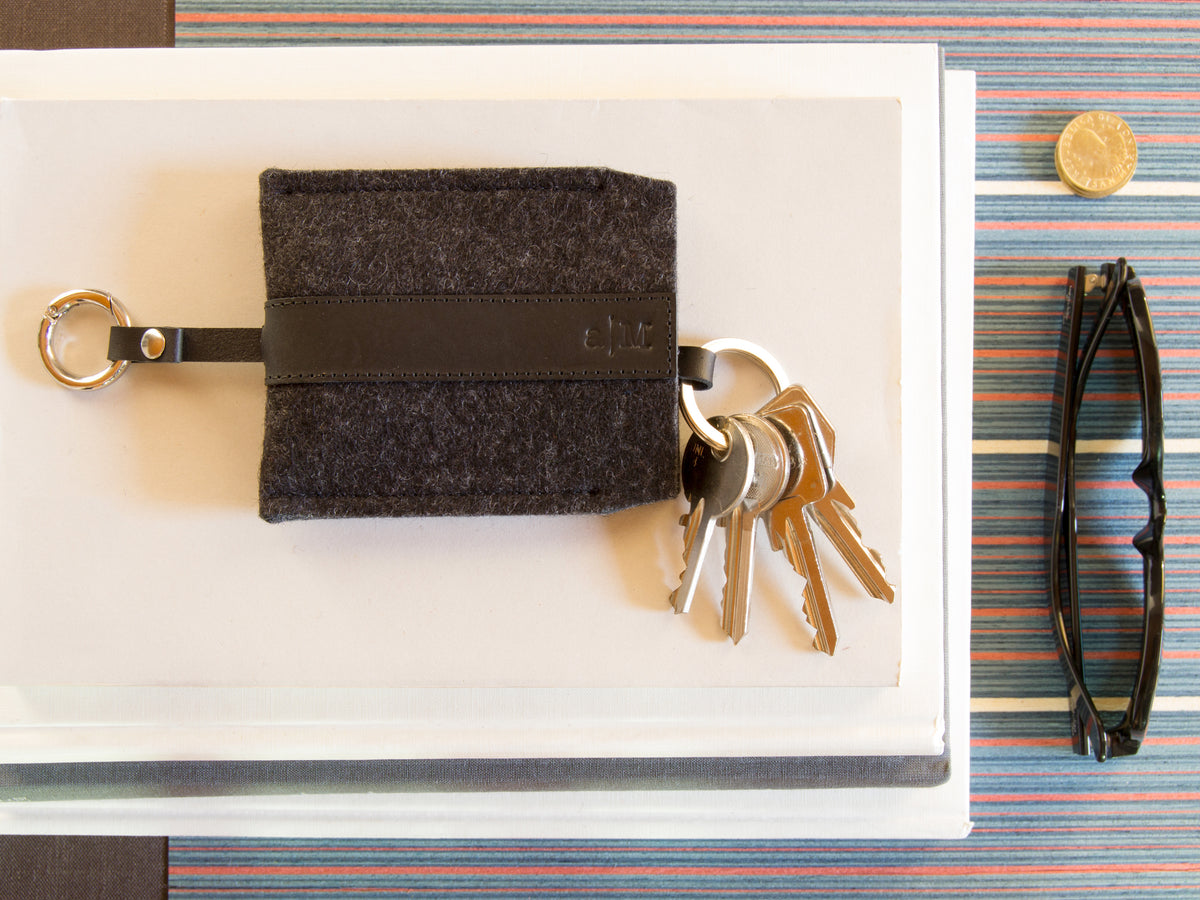 FELT AND LEATHER KEY HOLDER - Charcoal/Black