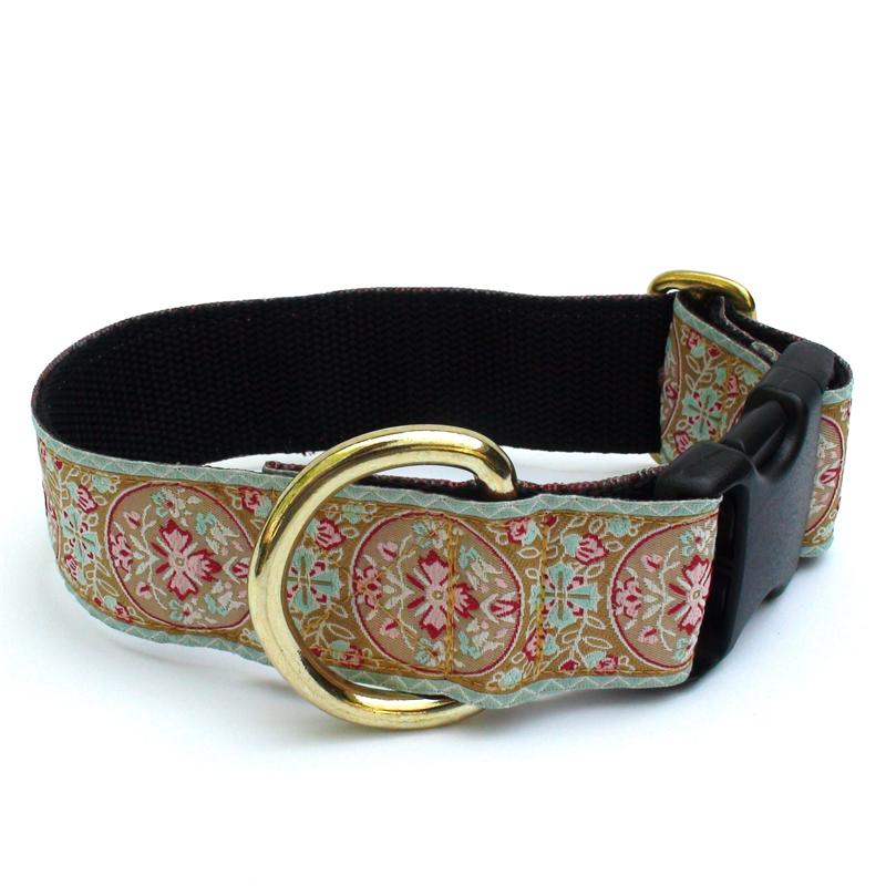 Rosewood Leaf Damask Collar