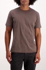 Front Crop Image Of Model Wearing Alex Mill Men's Standard Slub Cotton Tee Faded Black