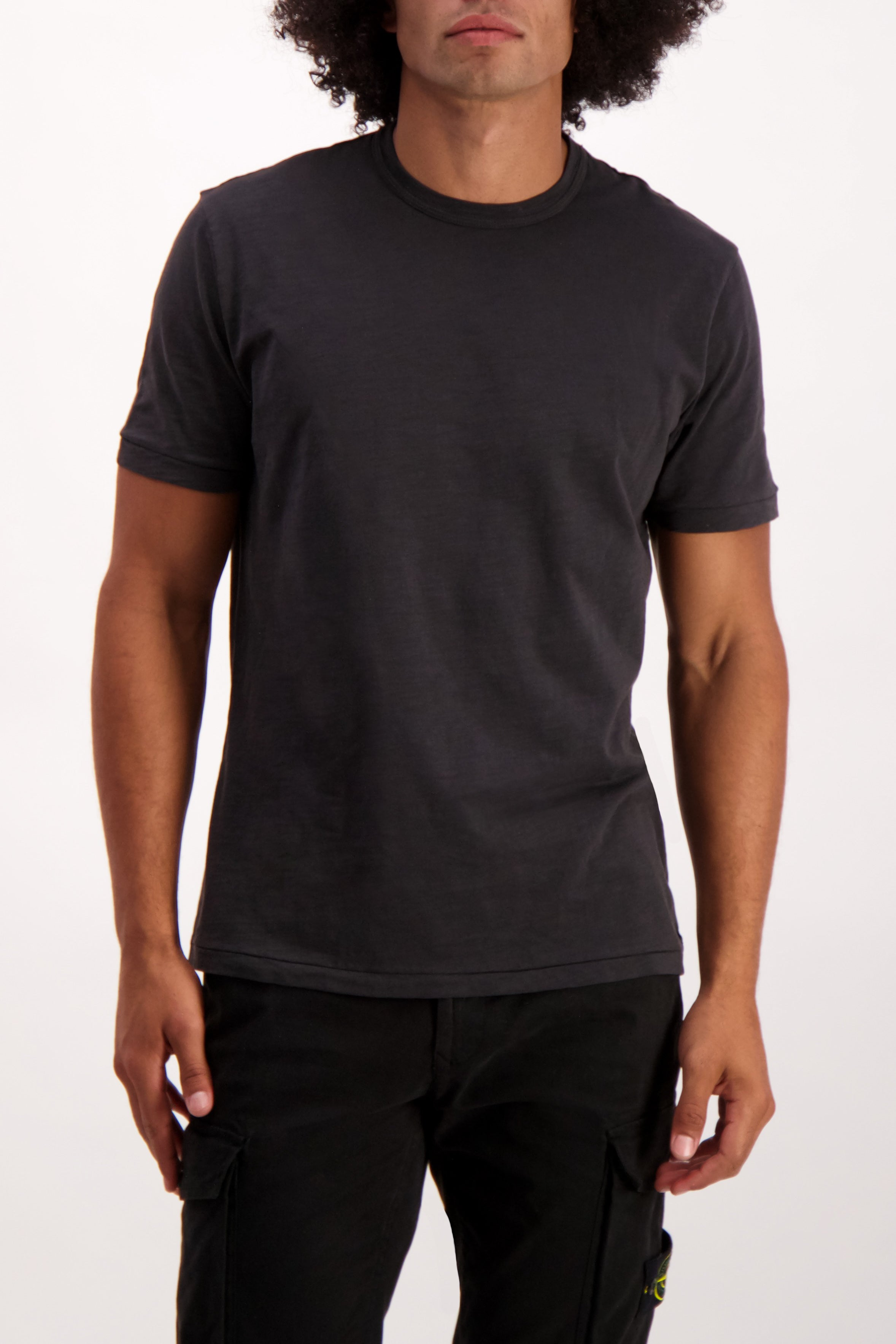 Front Crop Image Of Model Wearing Alex Mill Men's Standard Slub Cotton Tee Black