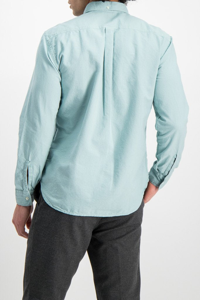 Back Crop Image Of Model Wearing Washed Oxford Tuscumbia Shirt Seafoam