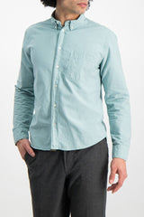 Front Crop Image Of Model Wearing Washed Oxford Tuscumbia Shirt Seafoam