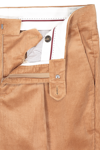 Waistline and zipper detail image of Brunello Cucinelli One Pleat Leisure Corduroy Pants Camel