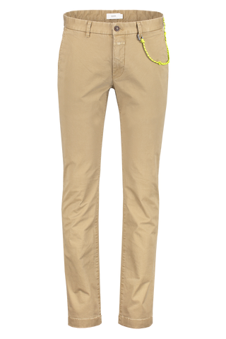 Front view image of CLOSED Clifton Slim Chino Tundra