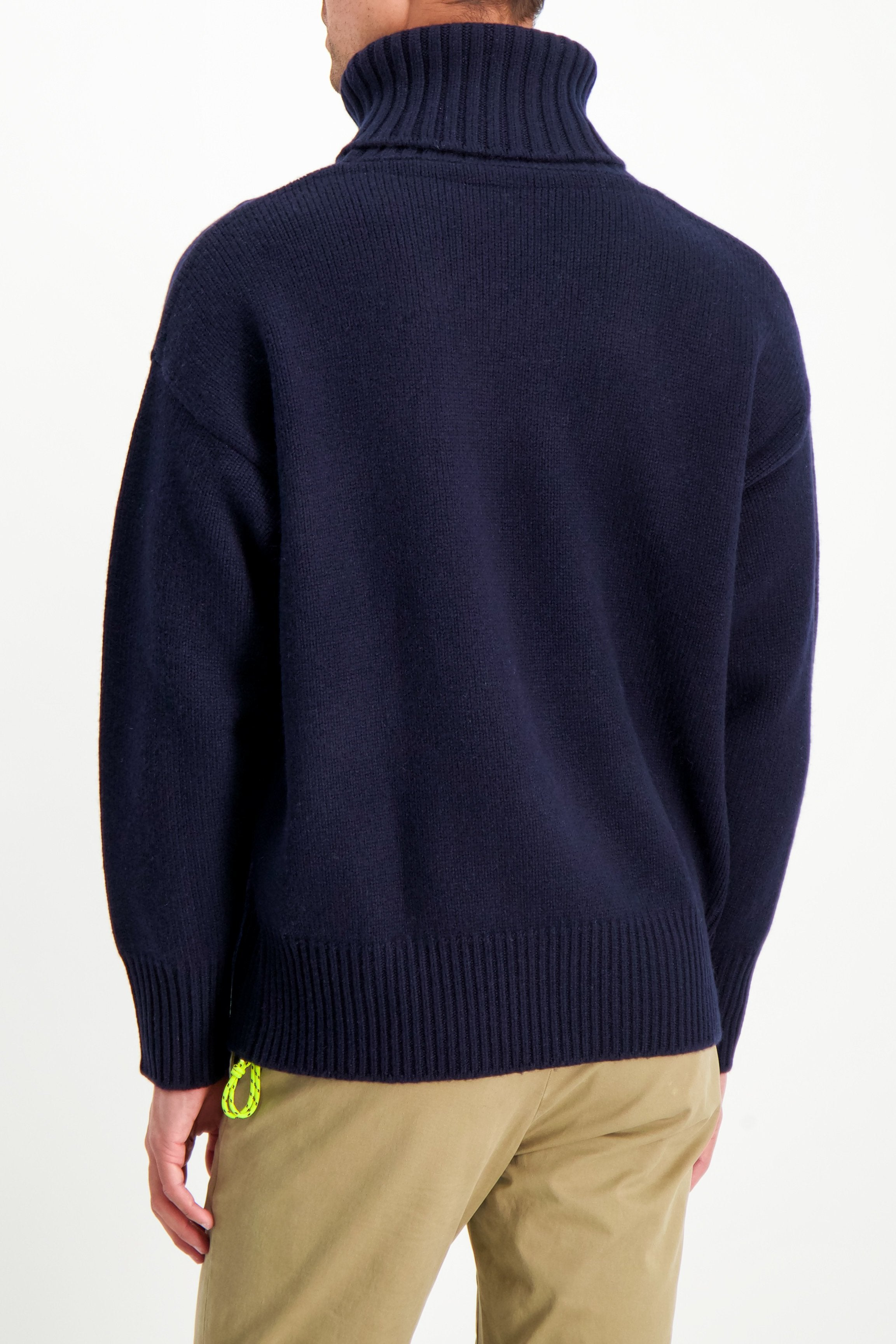 Back Crop Image Of Model Wearing Extreme Cashmere N°20 Oversize Xtra Sweater Navy