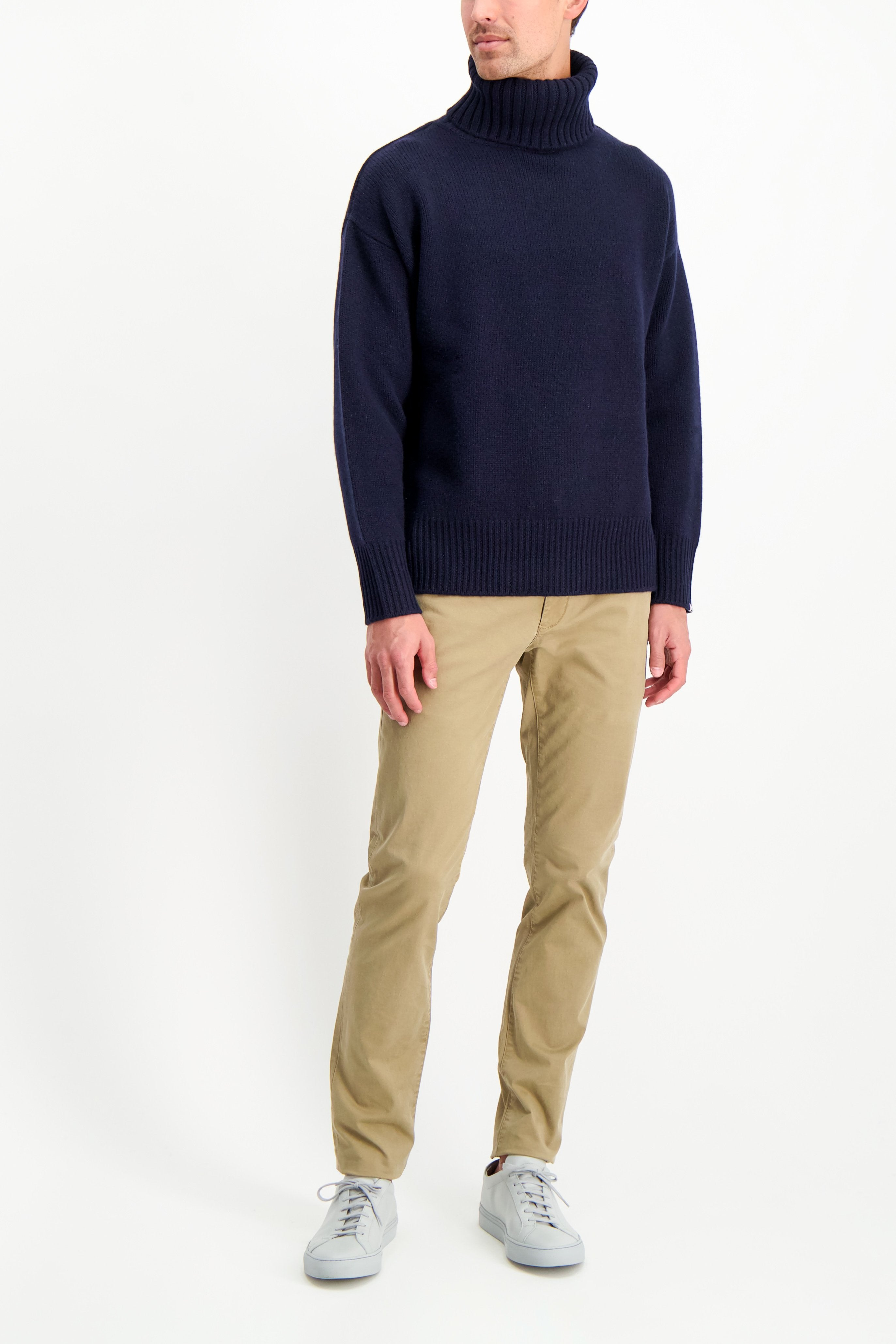Full Body Image Of Model Wearing Extreme Cashmere N°20 Oversize Xtra Sweater Navy