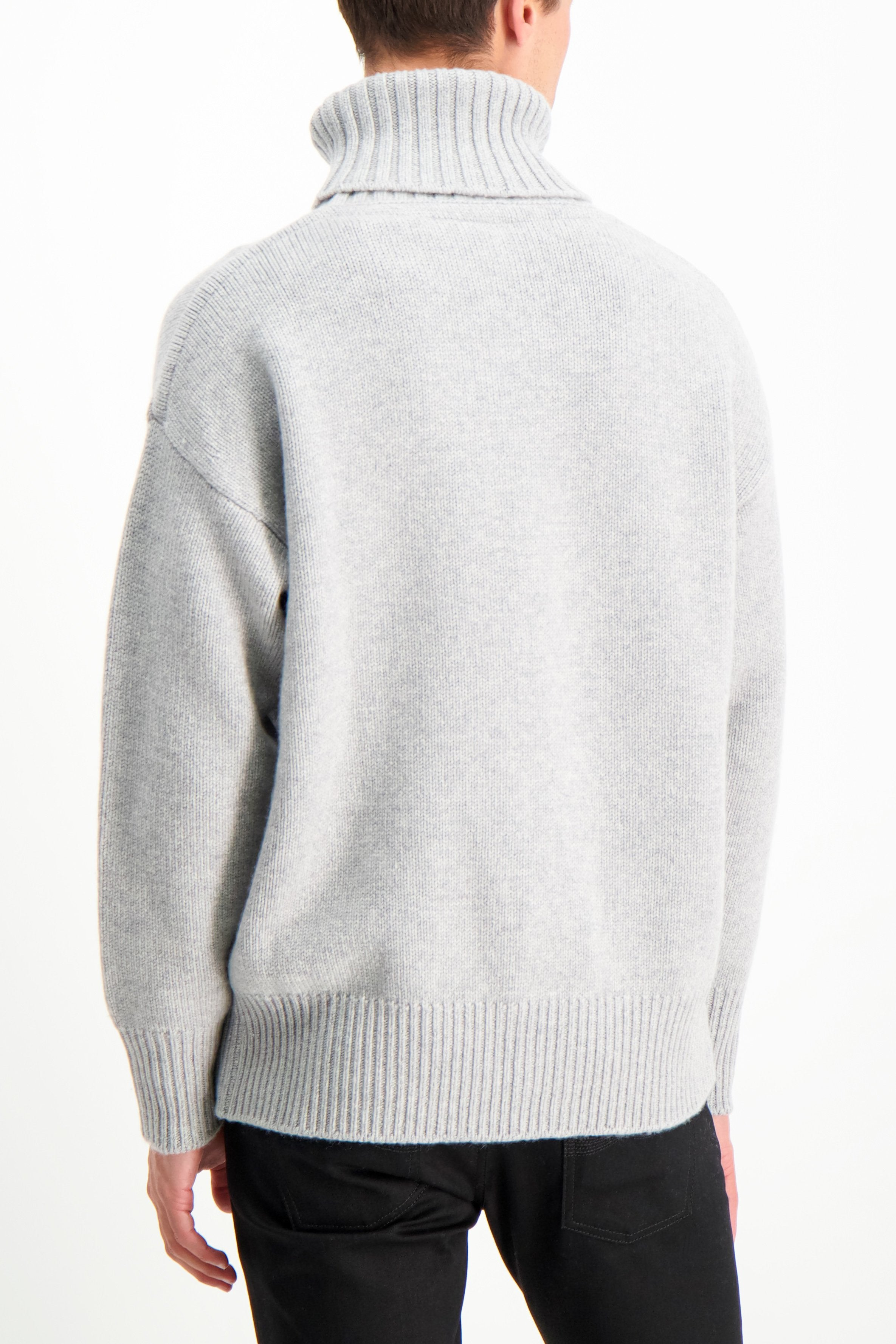 Back Crop Image Of Model Wearing Extreme Cashmere N°20 Oversize Xtra Sweater Grey